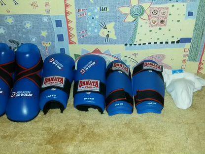 Защитный комплект размер M.Для каратэ или таэквонд